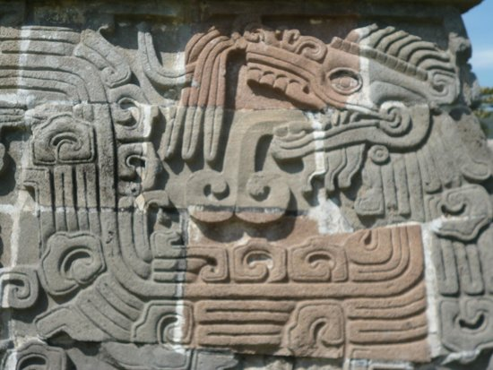 Archaeological Zone of Xochicalco : Рельеф на стене храма Пернатого Змея