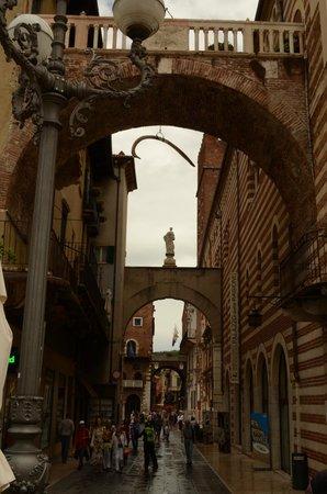Piazza dei Signori: vista vicolo con archi
