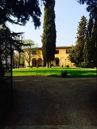Villa il Poggiale Dimora Storica : La villa vista dal cancello d'ingresso