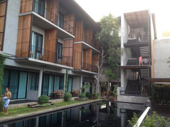 Lamphu House: Pool and room. Great view.