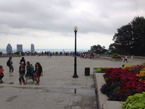 Mont Royal : A lot of tourist during weekends, can't take more decent photos.