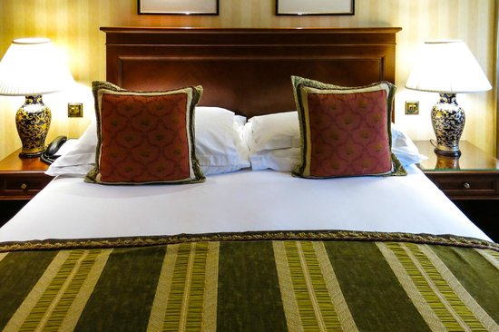 InterContinental London Park Lane : Superior Room, our bed, we had a very comfortable night sleep here, very nice