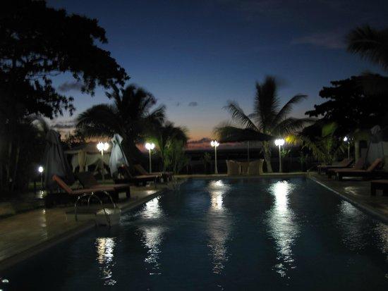 Hôtel Fishing Residence: piscine de nuit