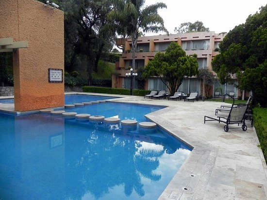 Marriott Puebla Hotel Meson del Angel: Pool Area Executive Building