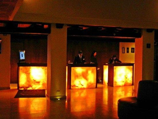 Marriott Puebla Hotel Meson del Angel : Front Desk w/backlit Onyx Panels
