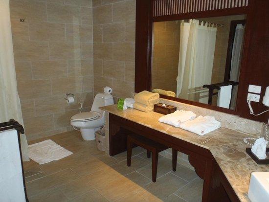Novotel Samui Resort Chaweng Beach Kandaburi: バスルーム