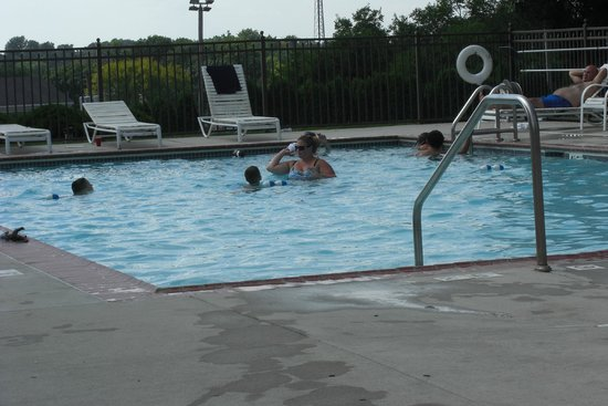 Continental Inn: Outdoor pool area