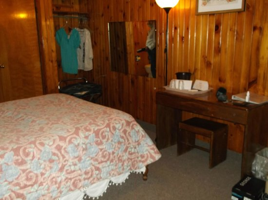 Hardwick Village Motel: our room