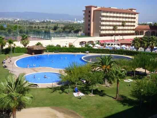 Apartamentos Los Juncos : piscine et jardins de Los Juncos vue de la terrasse