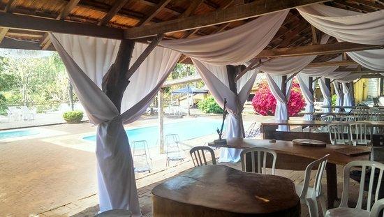 Campo Mourao: Bar com vista para a piscina