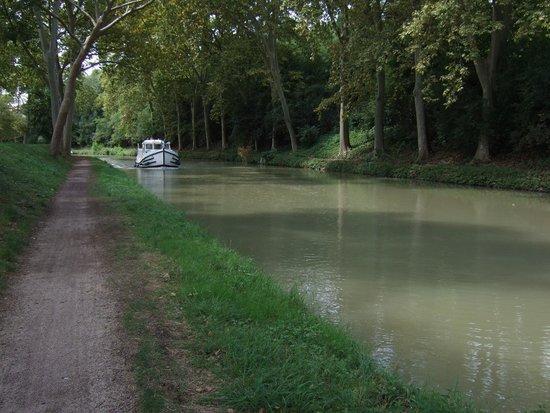 Canal du Midi: barging