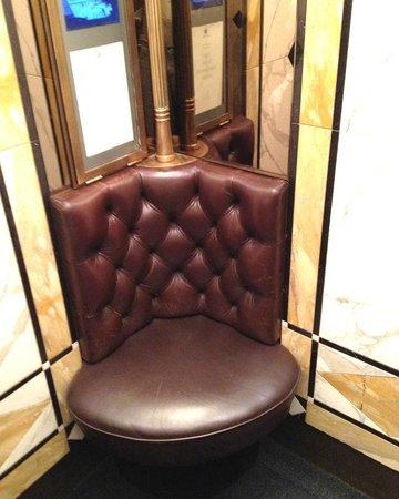 Hotel Bristol Wien: Sumptuous elevator interior