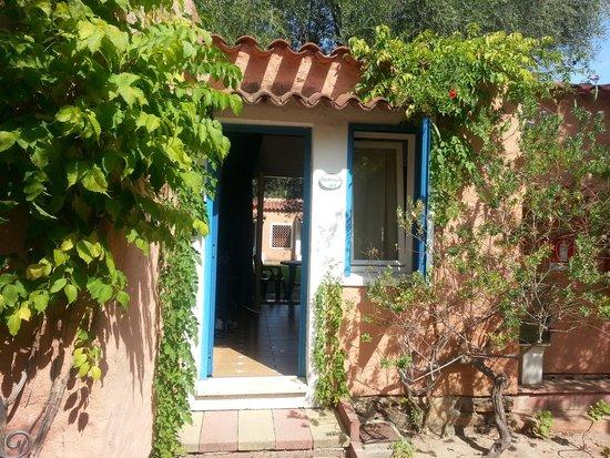 Bungalow Club Village: L'esterno della nostra camera