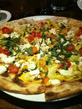 Cucina 24 : Sweet corn, tomato, squash, goat cheese and basil pizza