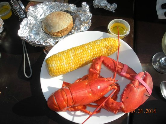 Tides Motel of Falmouth: Lobster dinner from The Green Pond Fish Market