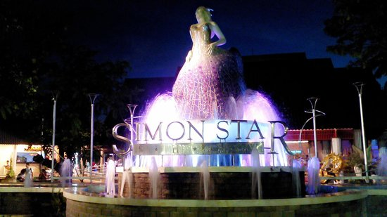 Simon Star Show Phuket: ด้านหน้าอาคารแสดง