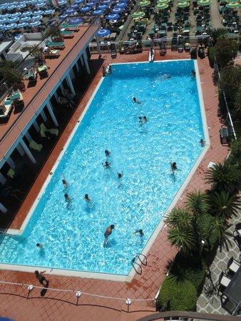 Hotel Gabriella : La piscina dall'alto