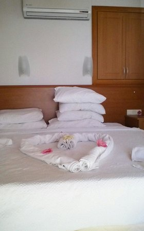 Sea Breeze Apart Hotel: every time the room was cleaned