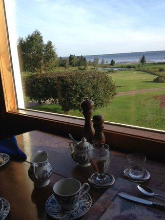 Amherst Shore Country Inn: dining room  view of the Northumberland Strait
