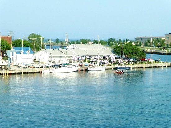 Wyndham Garden Kenosha Harborside: View of Breakwater Bar and Grill at the Kenosha Yacht Club