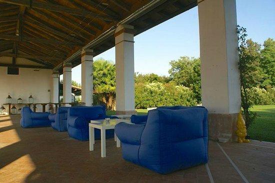 Borgo dei Conti della Torre: Lounge Area für den Sundowner
