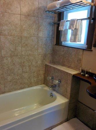 Sleep Over Sauce: Haight room shower/tub