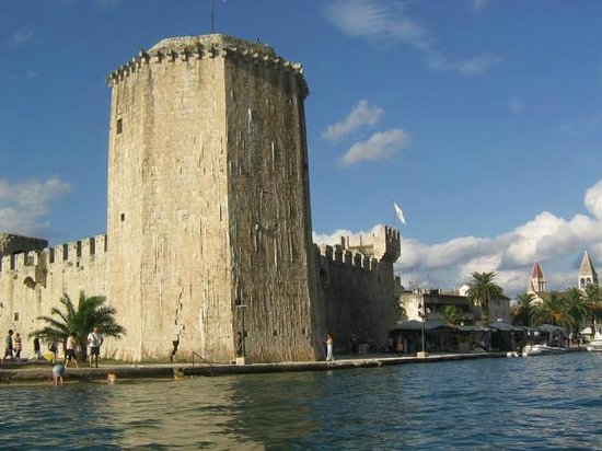Weltkulturerbestätte Trogir: torre sul lungomare