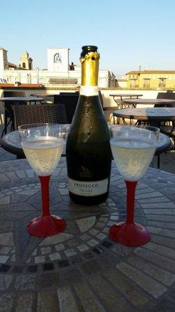 Antica Dimora delle Cinque Lune : Enjoying a glass Prosecco on the rooftop terrace