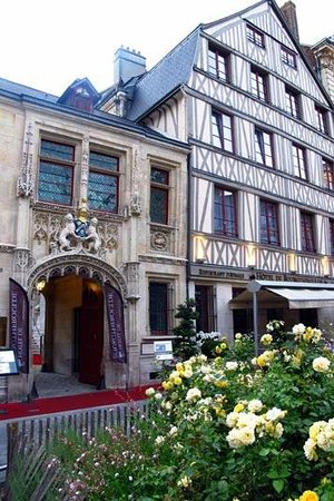 Hotel de Bourgtheroulde : An exceptional historical set-up