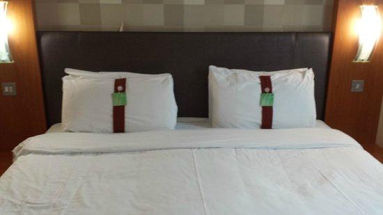 Holiday Inn Manchester Central Park: Bedroom (3)