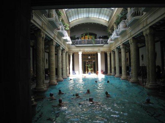 Gellert Spa: Main pool