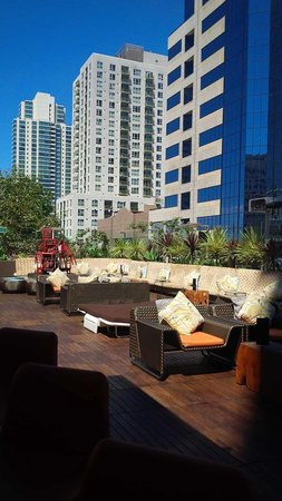 Renaissance San Diego Downtown Hotel: Rooftop Bar and Lounge