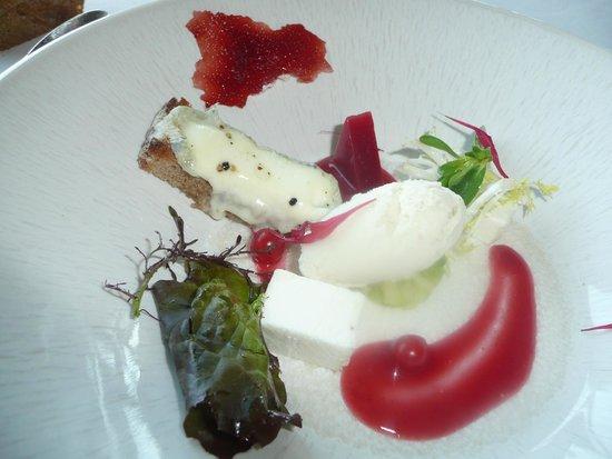 Hotel Restaurant Regis & Jacques Marcon : le sorbet fromage chèvre et fantaisie gustative