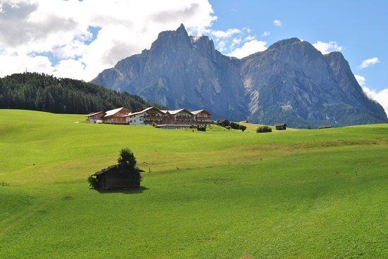 Hotel Rosslaufhof: Vista dell'albergo dalla seggiovia di Marizen
