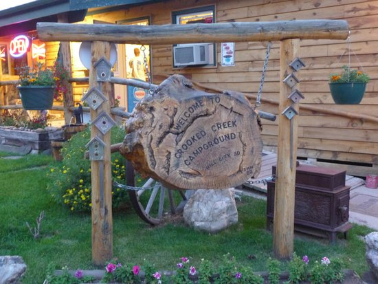 Crooked Creek Resort and RV Park: Zufahrt auf den Campground