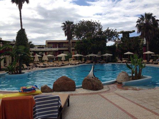 Apollon Hotel : Vid poolen