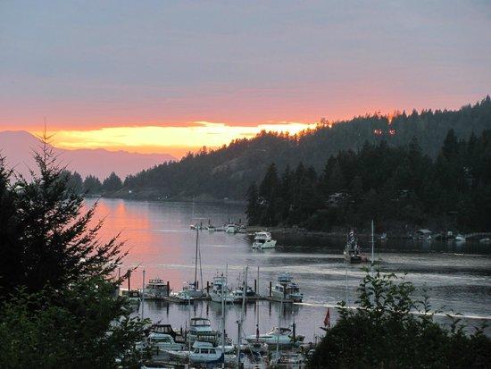 Enchanter Oceanview Suites: Sunset