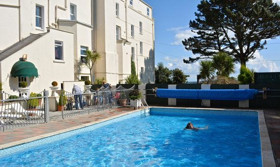 The Park Hotel Tenby: Back of hotel and pool area