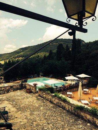 Borgo Il Poggiaccio: La piscina