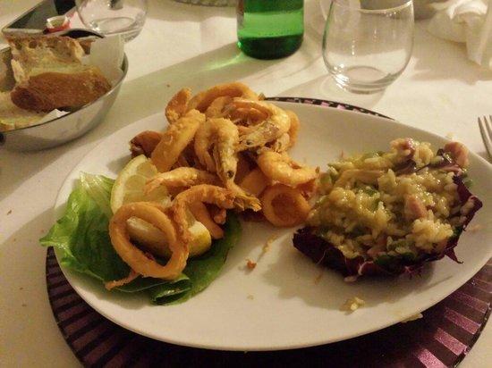 'a Ninfea: Fritto di pesce con risotto speck e zucchine... Mmm buonissimo