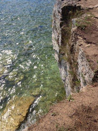 Glidden Lodge Beach Resort: Shoreline along Whitefish Dunes State Park