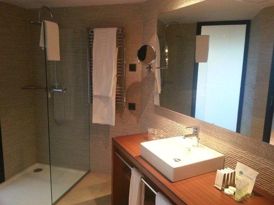 Protur Turo Pins Hotel & Spa: Bad mit grosser Dusche