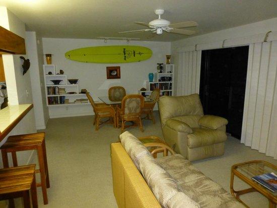 Kanaloa at Kona: Outrigger Kanaloa: first condo lounge / dining area