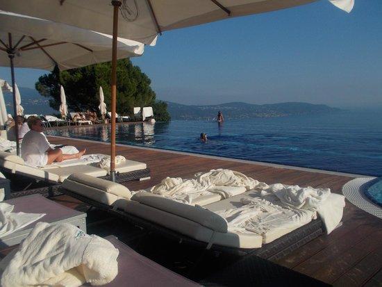Lefay Resort & Spa Lago di Garda: Piscina con vista lago