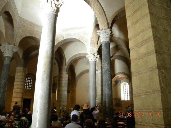 Chiesa di Santa Sofia : Fila di colonne interne.