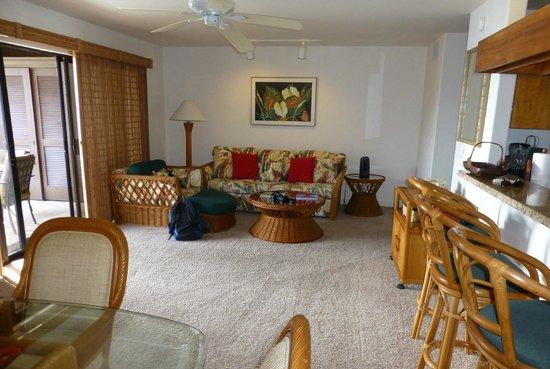 Kanaloa at Kona: Outrigger Kanaloa: second condo lounge / dining area