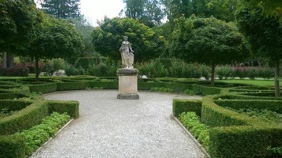 Schloss Eggenberg: Venus in the centre of the planetary garden