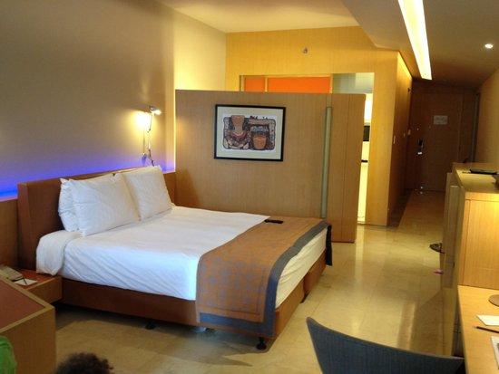 Kempinski Hotel Ishtar Dead Sea: The bed in the suite