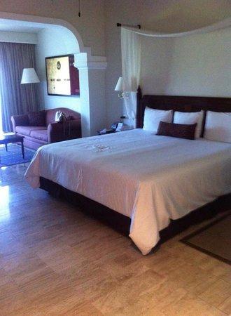 Now Sapphire Riviera Cancun : Our room :) juniour suite
