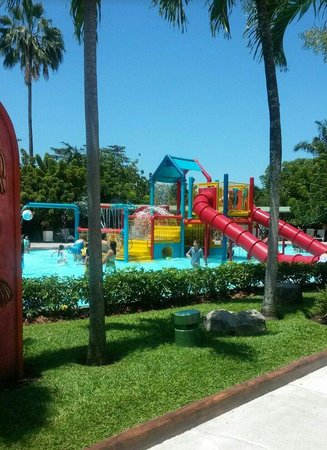 Mundo Petapa Irtra: Really nice park. I paid 14 US dollars and around 7 for kids. I enjoyed this and highly suggest